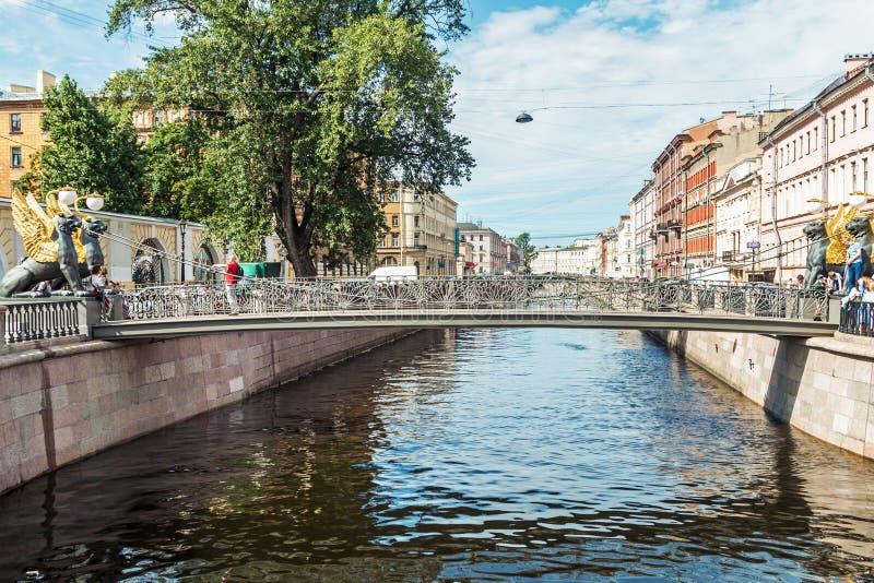 Kanal- und Bankbrücke Griboedov in St Petersburg lizenzfreie stockfotografie