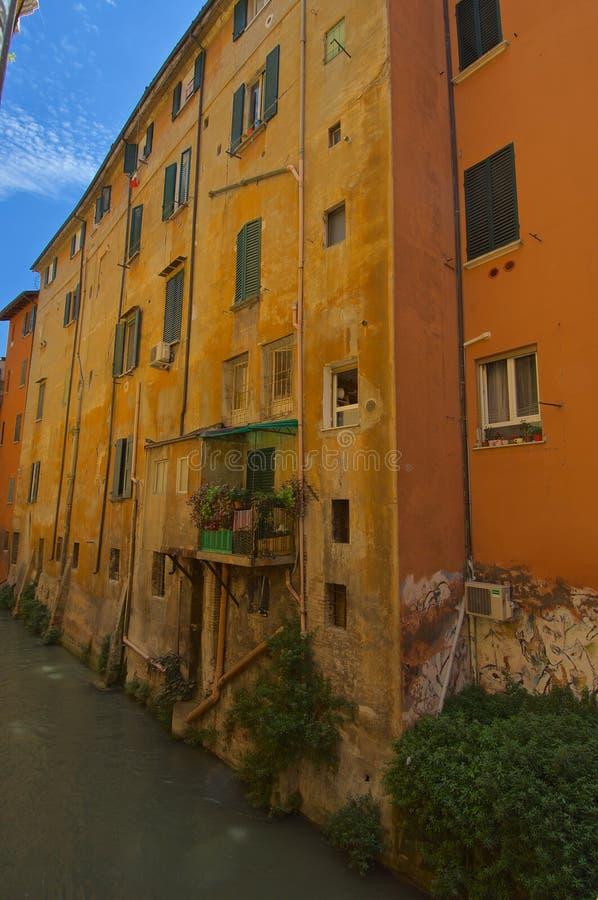 Kanal in via den Pella bolognaen royaltyfria bilder