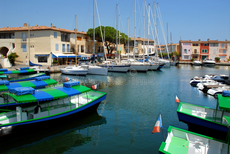 Kanal von Grimaud in Frankreich lizenzfreies stockbild