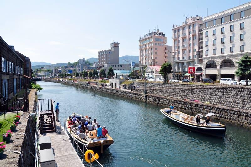 Kanalbootskreuzfahrt entlang dem Otaru-Kanal, Otaru, Japan stockfotografie