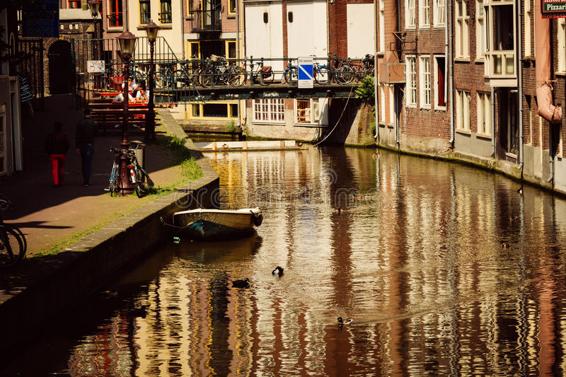 Kanalen in Amsterdam, Nederland royalty-vrije stock foto