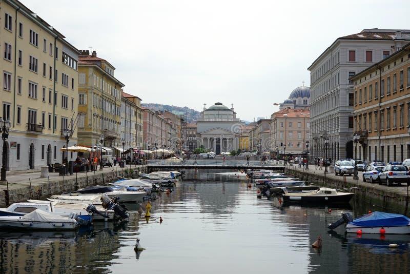 Download Kanalen i gatan av Trieste redaktionell arkivbild. Bild av fönster - 78728782
