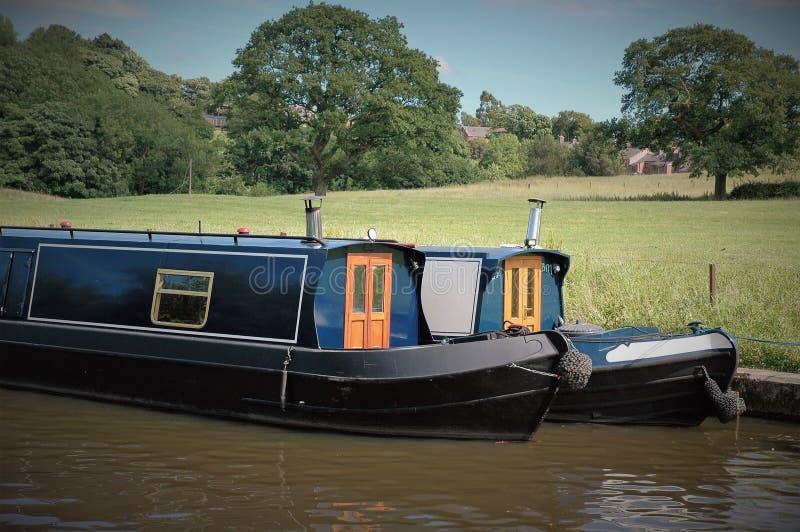 Kanalen rusar nära Chorley, Lancashire arkivfoton