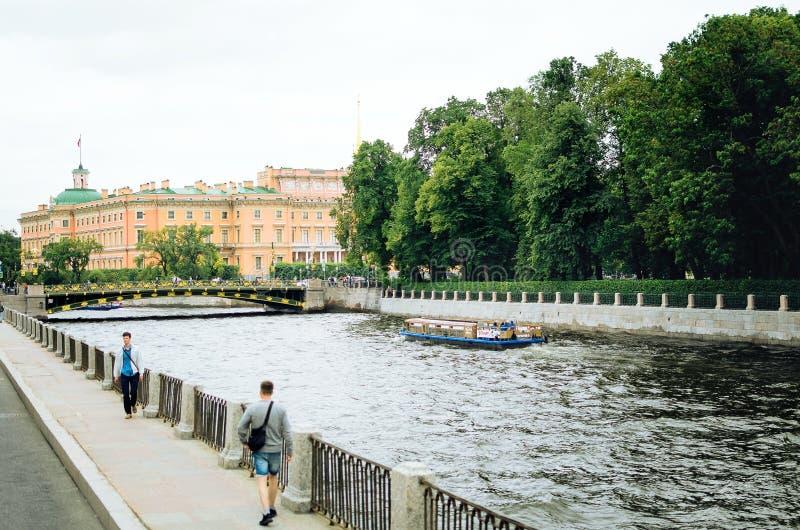 Kanalen van St. Petersburg Toneel stedelijke mening stock fotografie