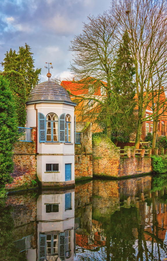 Kanaler av Bruges Brugge, Belgien arkivfoton
