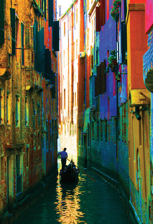 kanaler av den Venedig gondolen royaltyfri foto