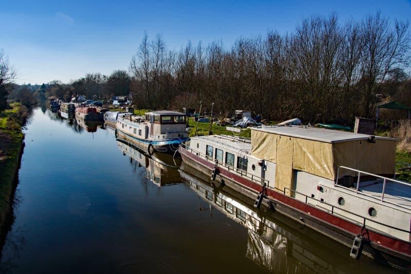 Kanalfartyget och reparationsgården i Sawbridgeworth, på floden Stort arkivfoton
