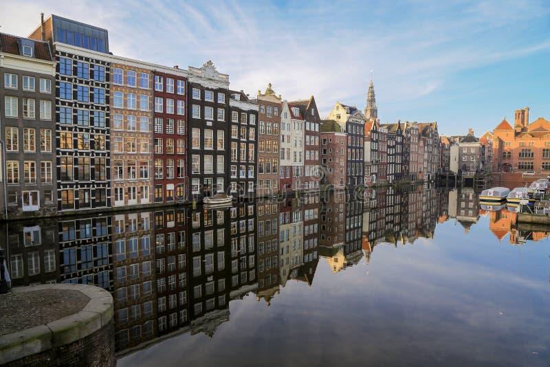 Kanalhus - Amsterdam arkivfoto