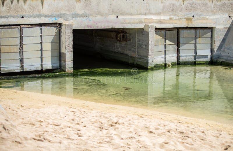 Kanalisation in der Stadt stockfoto