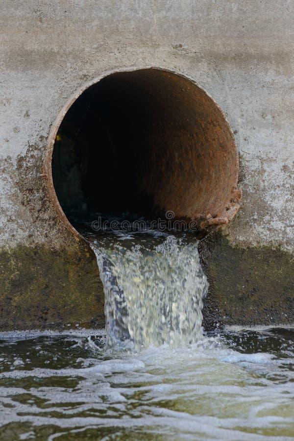 Kanalizacyjny drenaż lub drenaż drymba fotografia stock