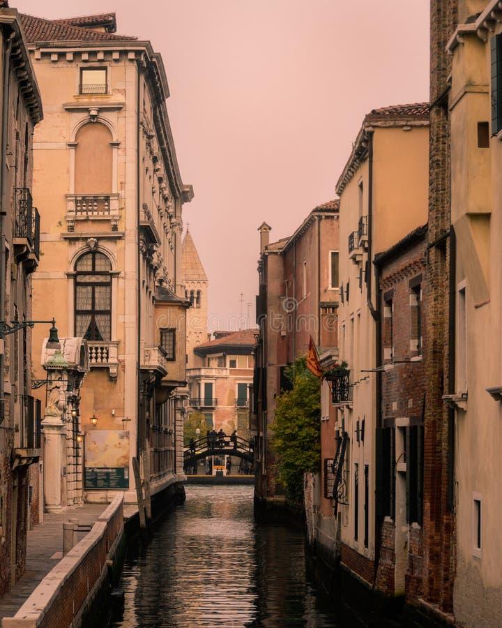Kanalsikt från Venedig, Italien arkivbild