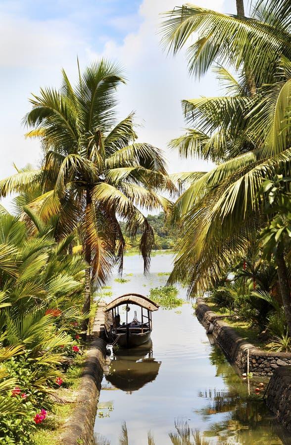 Kanalszenenrollenboot Kerala-Stauwasser Indien lizenzfreies stockbild