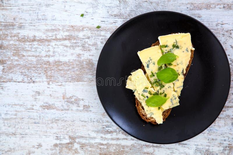 Download Kanapki z Roquefort serem obraz stock. Obraz złożonej z francuz - 53793317