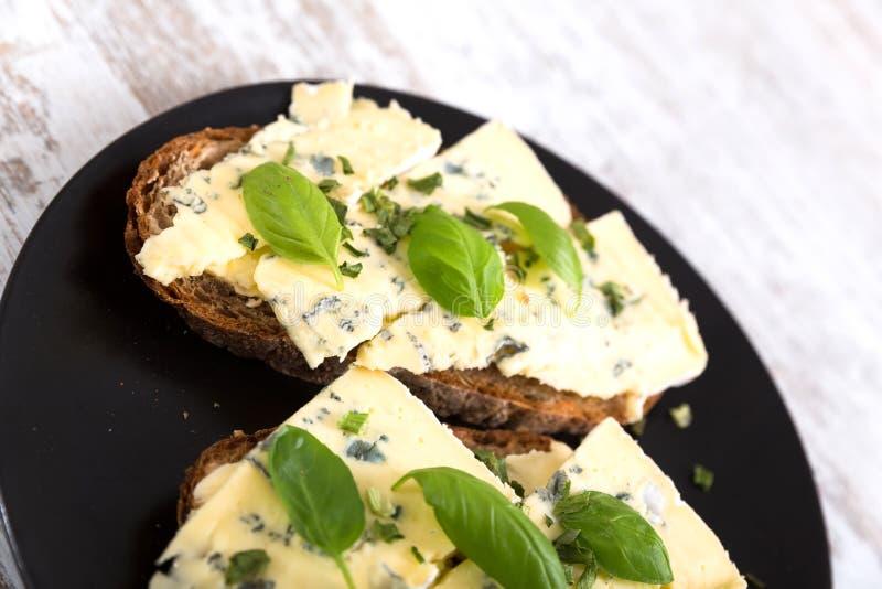 Download Kanapki z Roquefort serem obraz stock. Obraz złożonej z deliciouses - 53793507