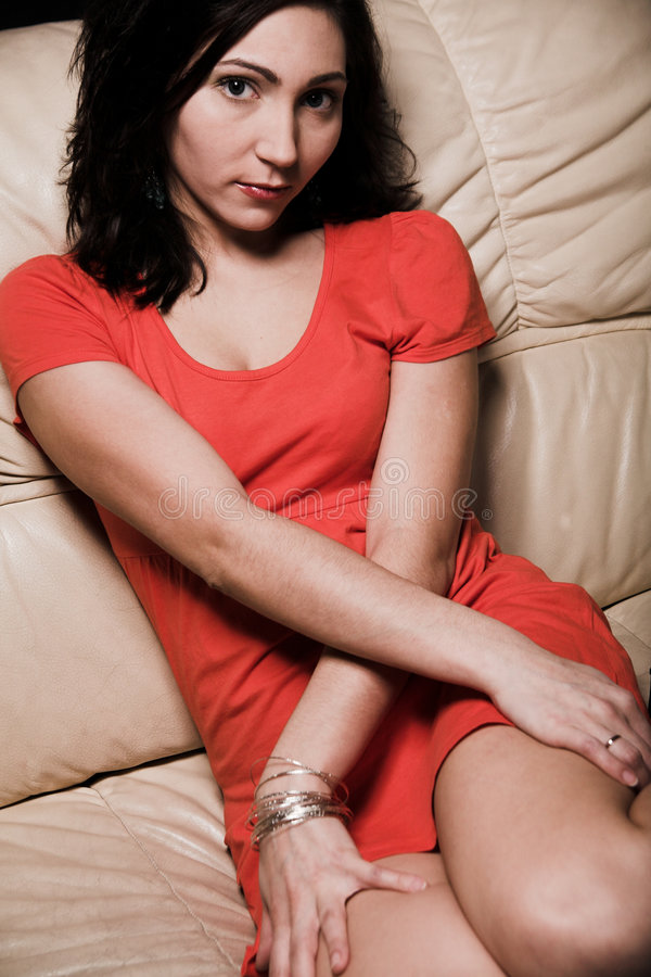 kanapy relaksująca kobieta obrazy royalty free