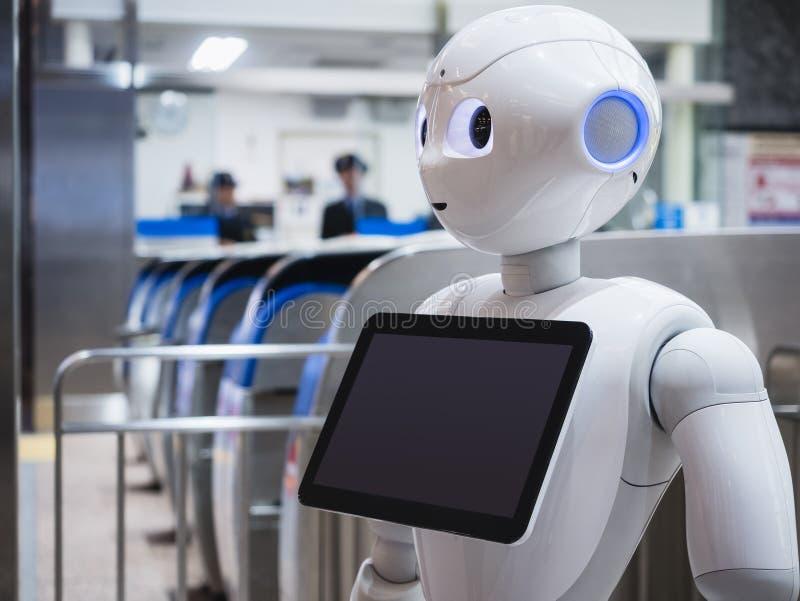 KANAZAWA, JAPAN - 11. APRIL 2017: Pfeffer-Roboter-Assistent mit Inf stockbild