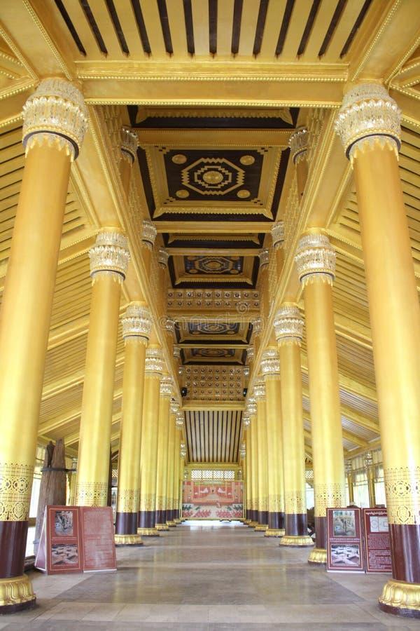 Kanbawza Thadi金黄宫殿Bago yagoon,缅甸缅甸 库存图片