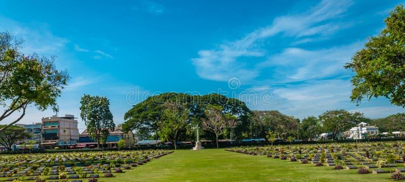 Kanchanaburi förenade krigkyrkogården arkivbild