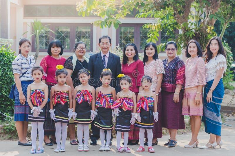 KANCHANABURI TAILÂNDIA - 23 DE MARÇO: Provid da escola de Wat Krangthong foto de stock royalty free