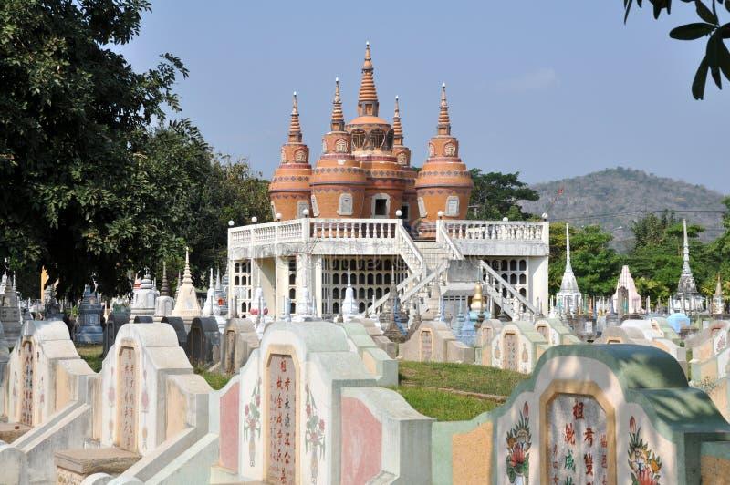 Kanchanaburi, Tailandia: Cementerio chino imagen de archivo