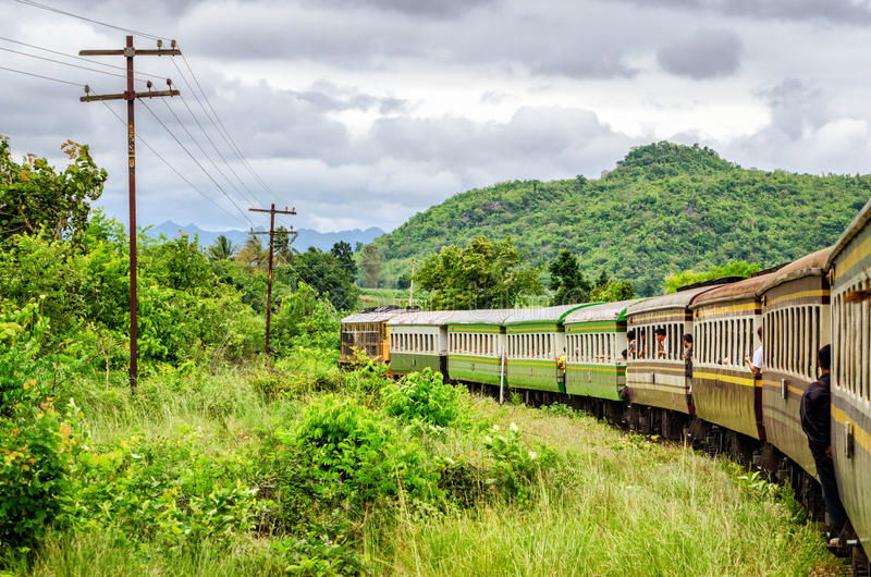 Kanchanaburi (Tailandia) el ferrocarril de la muerte imágenes de archivo libres de regalías