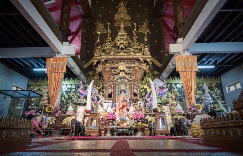 KANCHANABURI, TAILANDIA - 1° marzo 2017: Wat Wang Wiwekaram o Wat fotografia stock libera da diritti