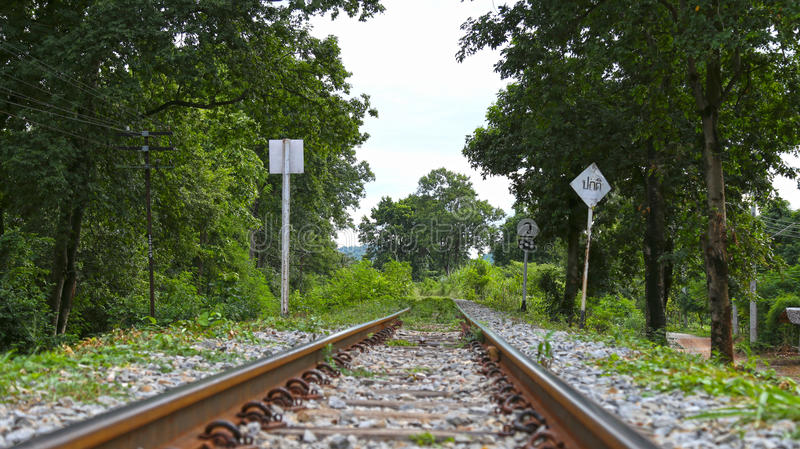 Kanchanaburi, Thailand - Doodsspoorweg - Eind van Spoor stock foto
