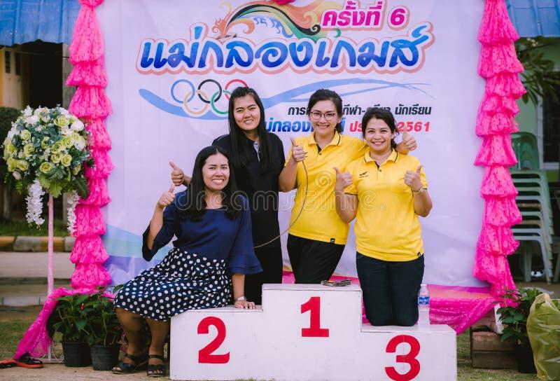 KANCHANABURI THAILAND - 8. OKTOBER: Weiblicher Lehrer Unidentiffied stockfotografie