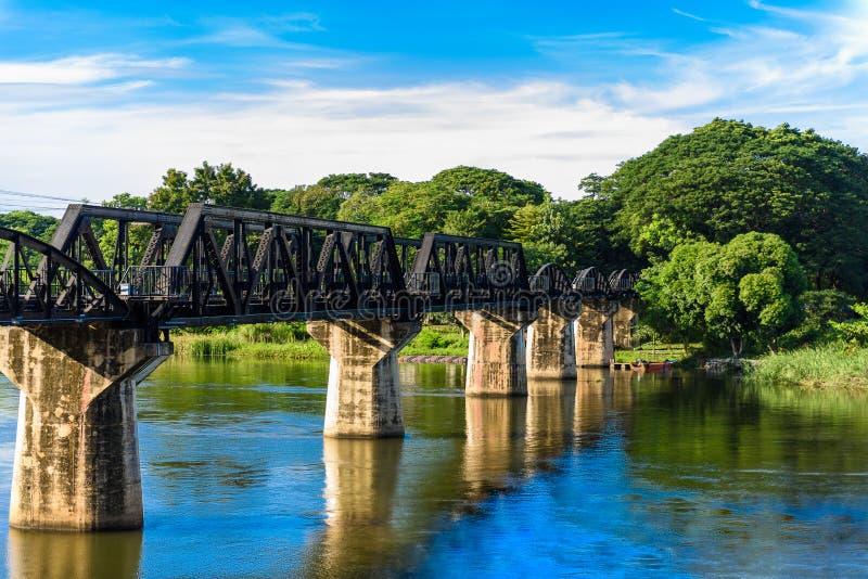 Kanchanaburi & x28; Thailand& x29; , A ponte no rio Kwai imagens de stock