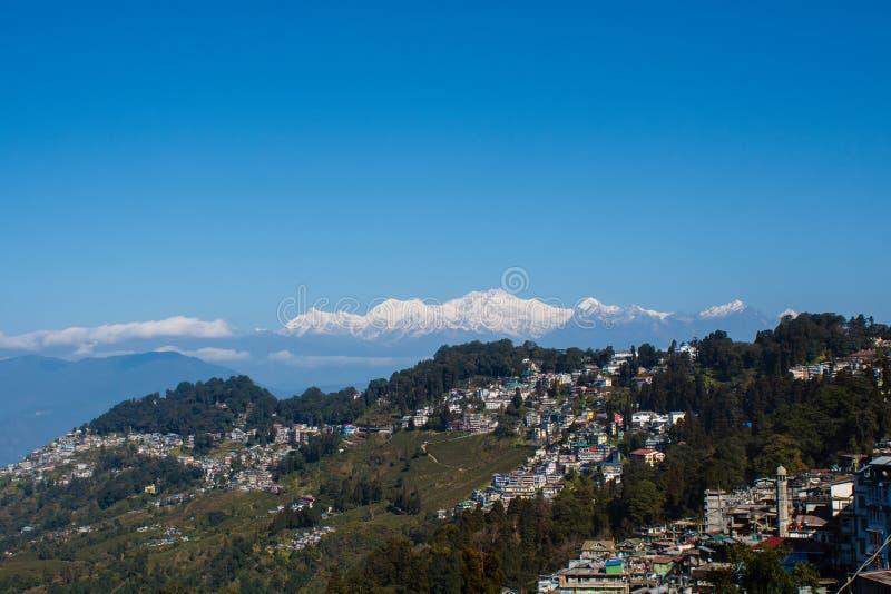 kanchenjunga山和大吉岭印度茶园看法  免版税库存图片