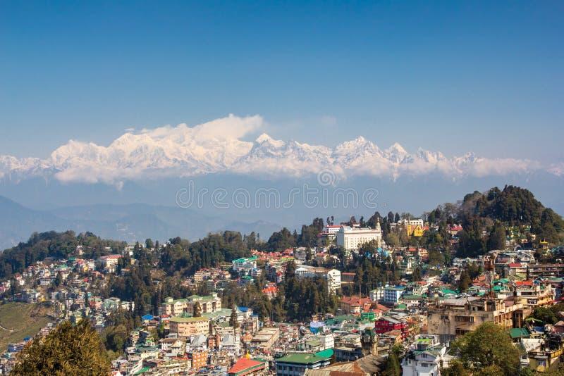 Kanchenjunga sikt från Darjeeling i trevligt väder, Indien royaltyfria bilder