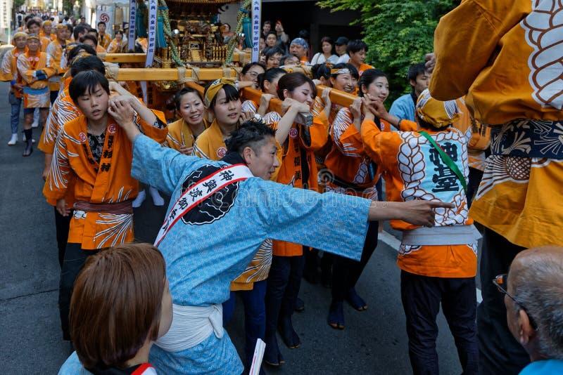 Kanda Matsuri in viuzze del centro di Tokyo fotografia stock libera da diritti