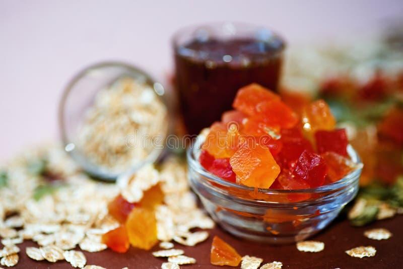 Kandierte Frucht, Hafermehl, Honig stockfotos