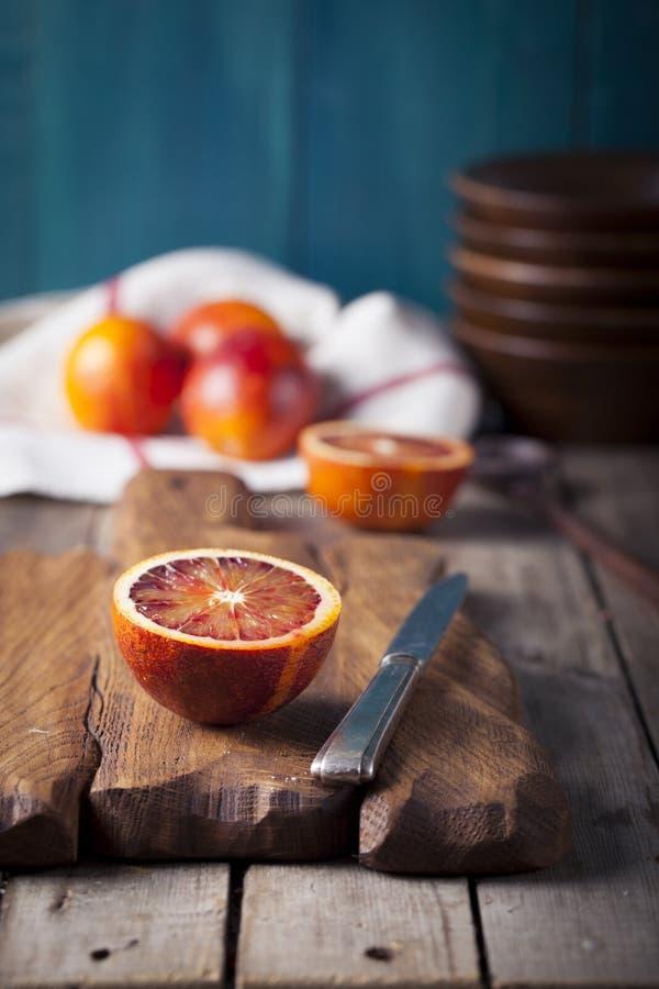Kandierte Scheiben der sizilianischen blutigen roten Orangen lizenzfreie stockbilder