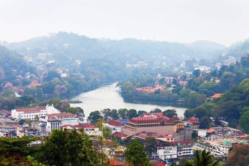 Kandy湖和城市 库存图片