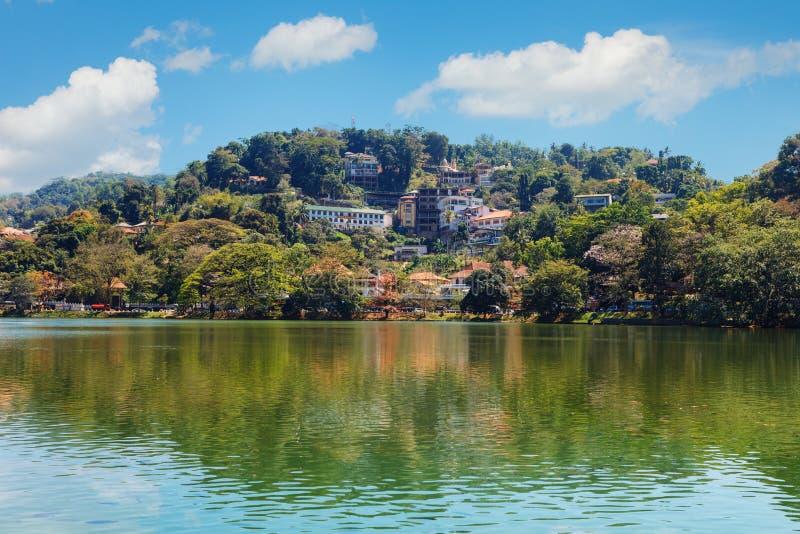 Kandy湖和康提城市空中全景 图库摄影