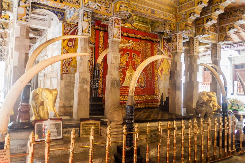 KANDY, ΣΡΙ ΛΆΝΚΑ - 19 ΙΟΥΛΊΟΥ 2016: Εσωτερικό του ναού του ιερού δοντιού Reli στοκ φωτογραφία με δικαίωμα ελεύθερης χρήσης