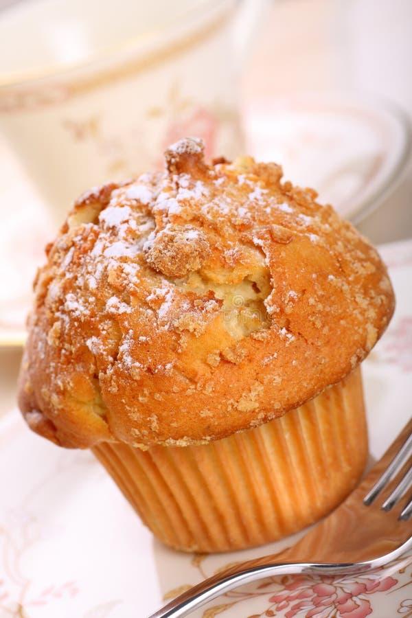 kanelbrun smulpajmuffin för äpple royaltyfri bild