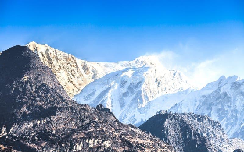 Kangchenjunga is de derde hoogste berg stock afbeeldingen