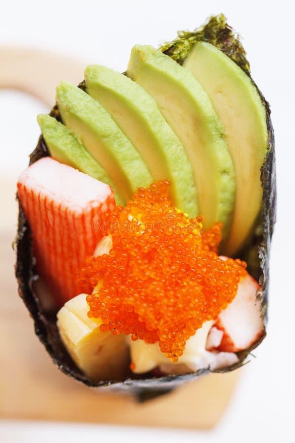 Kani met Avocado, Tamago Yaki Japans de Garnalenei Tempura Californië van Fried Egg en Ebiko-of Temaki-het Broodje van de Sushiha stock foto's