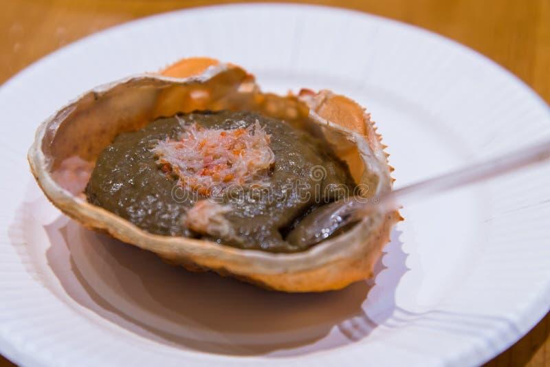 Kani-miso, Fresh Sea Uni Urchin sobre hielo, se vende en TSUKIJI, Mercado de Peces de Japón, Tokio, Universidad Cruda de Japón y  fotografía de archivo libre de regalías