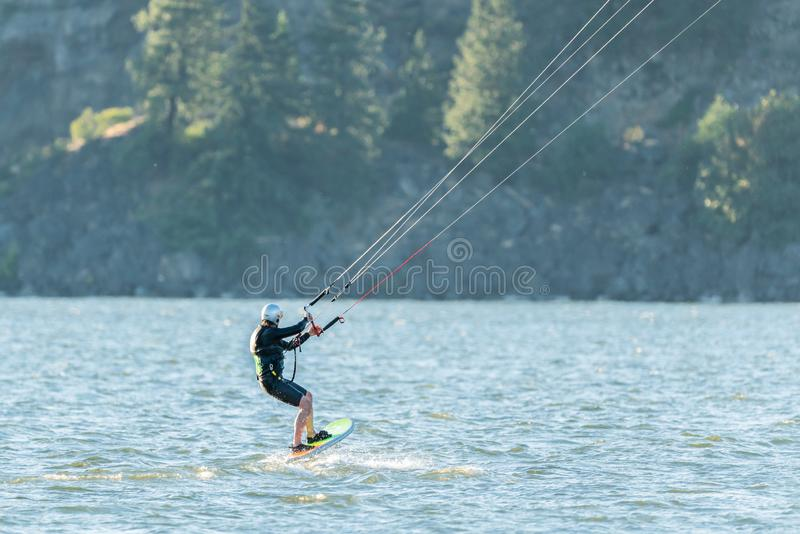 Kania surfingowiec na Kolumbia rzece fotografia stock