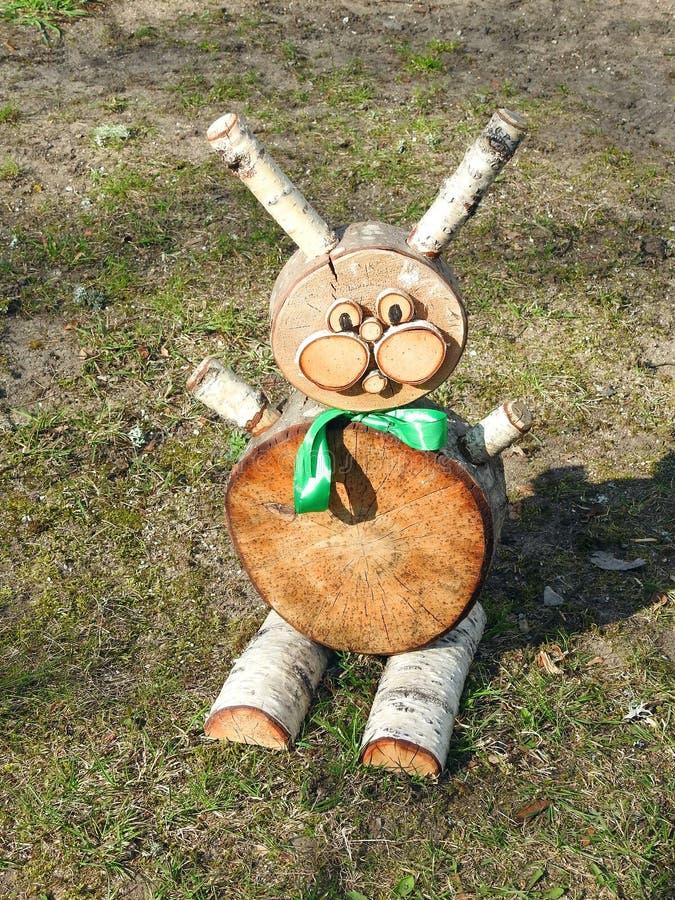 Kanin som göras från trä, Litauen royaltyfri foto
