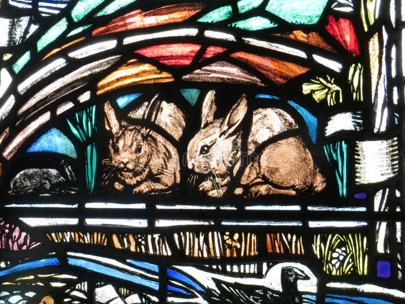 Kaniner i målat glass arkivbild