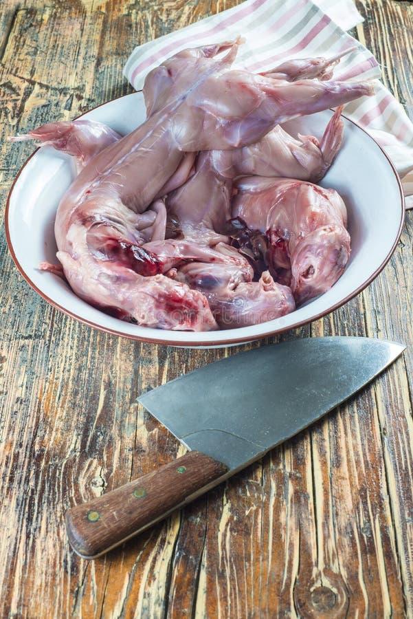 Kaninkött från rabbiting som ska lagas mat royaltyfri bild