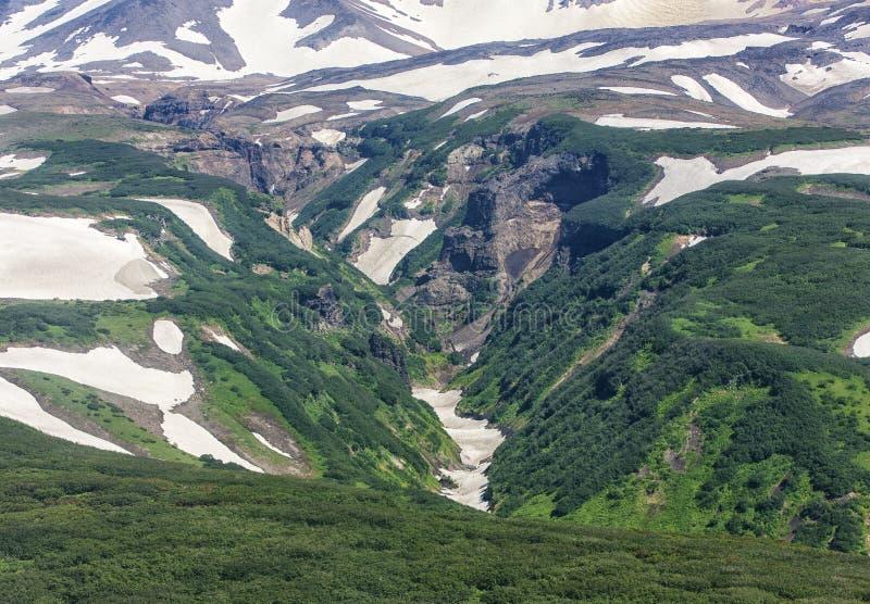 Kanjon det farligt på den Mutnovsky vulkan - Kamchatka, Ryssland royaltyfri foto