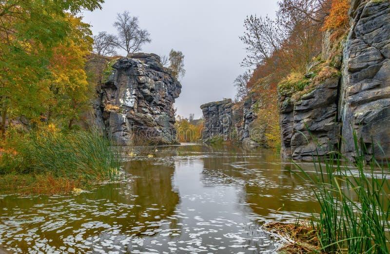 KanjonBuki vaggar mystiskt bildande av upp till 30 meter arkivbilder