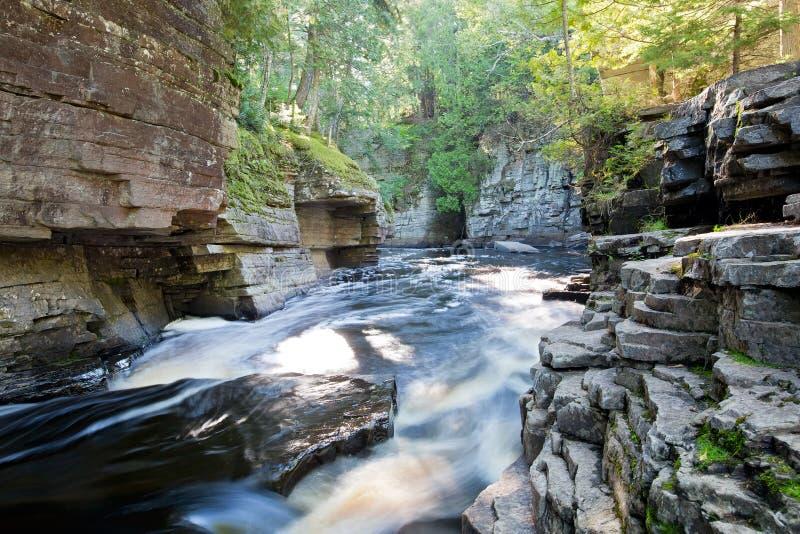Kanjonnedgångar, störflod, Michigan royaltyfri bild