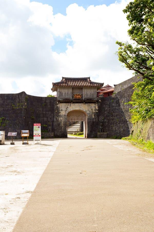 Kankaimon von Shuri-Schloss, Japan stockfotos