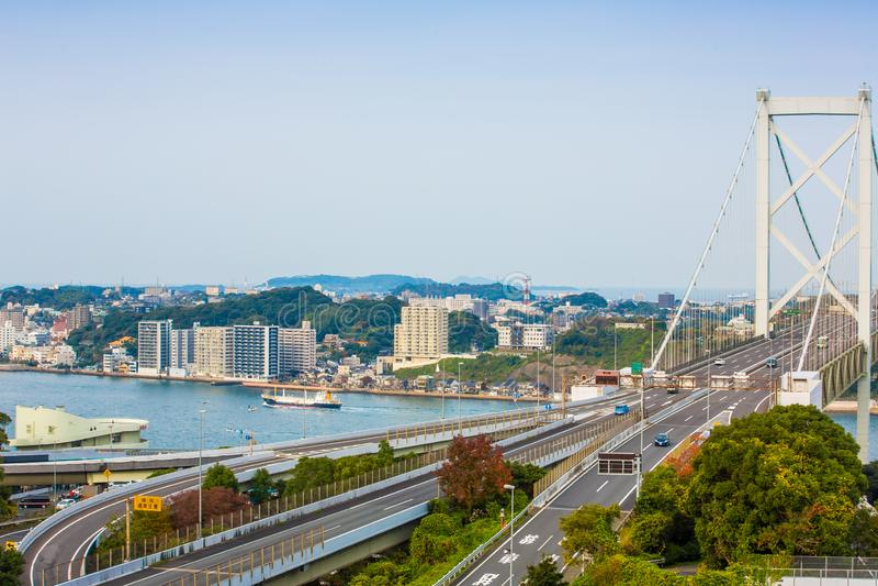 Kanmon-Straße und Kanmonkyo-Brücke: Kanmonkyo-Brücke schließt Honshu und Kyushu in Japan an stockfotografie
